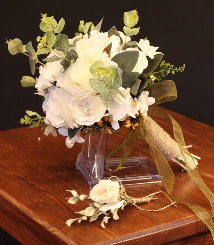 Krem Beyaz Gül Gelin Çiçeği