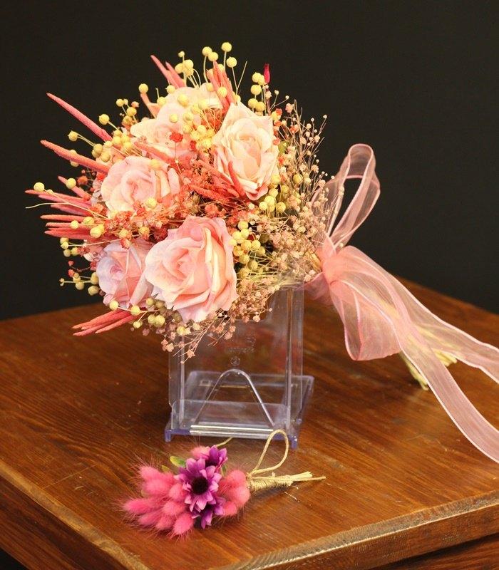 Pastel Pembe Gül Gelin Çiçeği