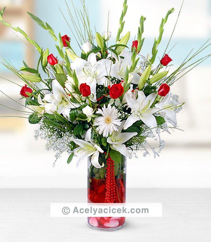 Beyaz Lilyum  & Kırmızı Gül Aranjmanı